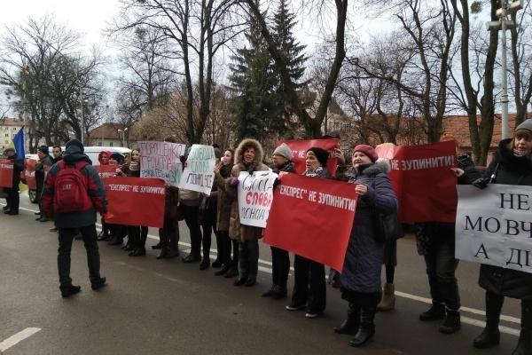 Під ЛОДА протестують проти блокади найтиражнішої україномовної газети «Експрес» (Фото)