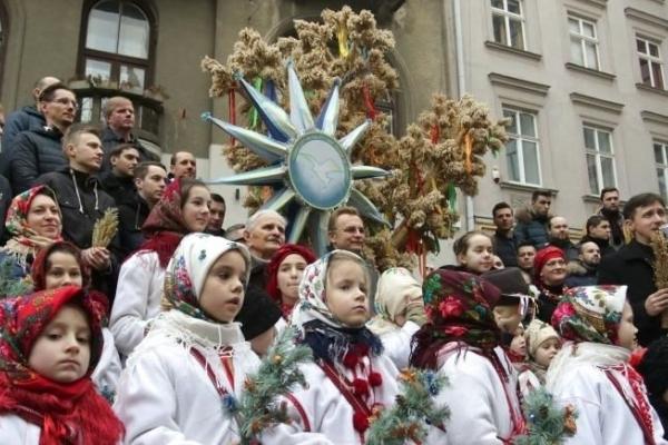 У Львові винесли Різвдяного Дідуха: яскраві кадри