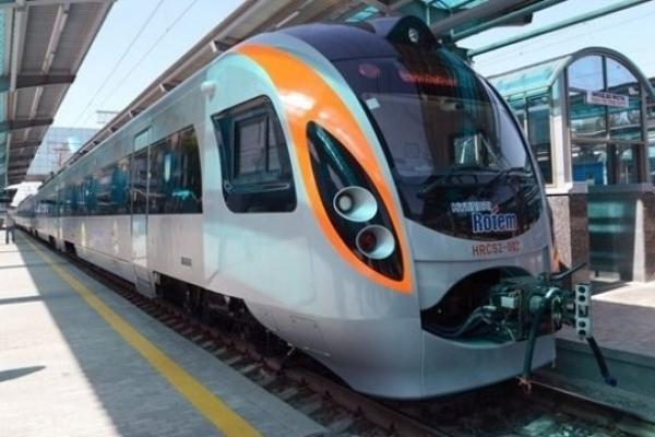 Потяг Київ-Перемишль смертельно травмував чоловіка на Бродівщині