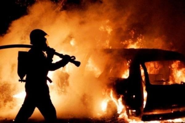 У Львові вщент згорів Mercedes