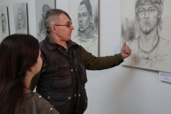 Полотна, що говорять. До Львова привезли мистецький проект «Портрети добровольців на війні»