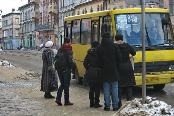 Платний проїзд для пенсіонерів у Львові: міськрада назвала рішення перевізників незаконним