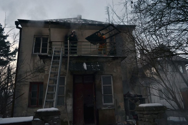 Вогнеборці врятували 66-річного пенсіонера, під час пожежі в Брюховичах