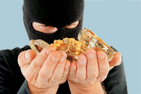 У Дрогобичі судитимуть 22-річного молодика, який вчинив півсотні крадіжок з ювелірного магазину