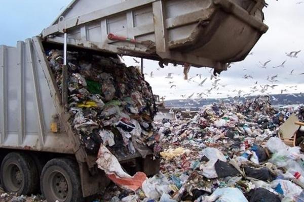 З перевантажувальної станції на вул. Північній до кінця січня мають прибрати сміття