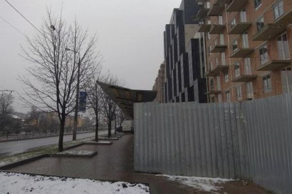 Помер львівський велосипедист, який вдарився головою об неправильно встановлений білборд