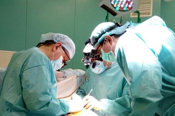 У Львівській обласні клінічній лікарні 82-річному пацієнту вперше в клініці виконали MIDCAB – мініінвазивне коронарне шунтування без зупинки кровообігу
