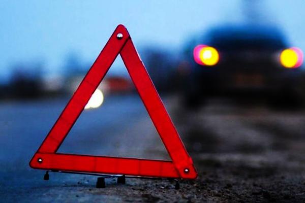 На Львівщині 23-річний молодик на BMW влетів у зупинку громадського транспорту (Фото)