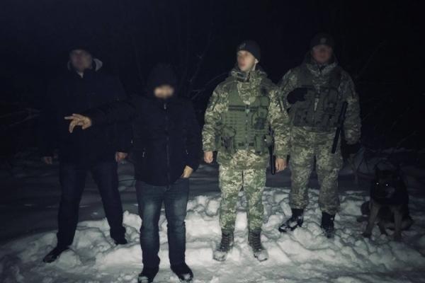 Таджика, що хотів перетнути кордон з Польщею, впіймали