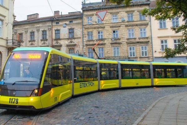 Садовий обіцяє пенсіонерам безкоштовний трамвай, а всім решта - дорожчий