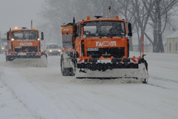 Львів'ян просять паркуватись так, щоб не заважати снігоприбиральній техніці