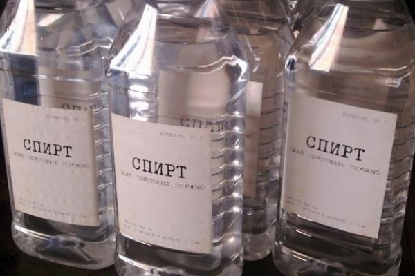 Біля Львова у автомобілі знайшли дві тисячі літрів спирту невідомого походження