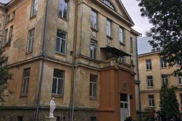 Вчительку зі Львова зобов'язали сплатити ₴300 тис. за смерть 9-річного учня