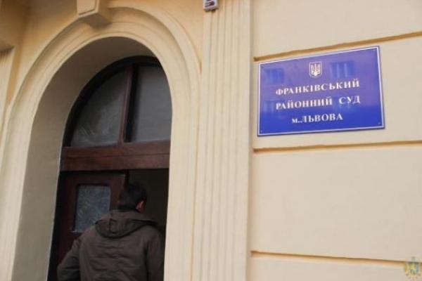 Слідчі передали суддям у Львові обвинувачення їхньому екс-колезі