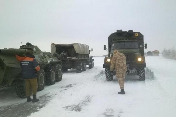Що відбувається? Вулиці Києва заполонила бронетехніка (Фото, відео)