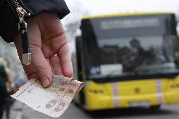 Львівські пенсіонери відмовляються їздити у маршрутках, в яких треба платити
