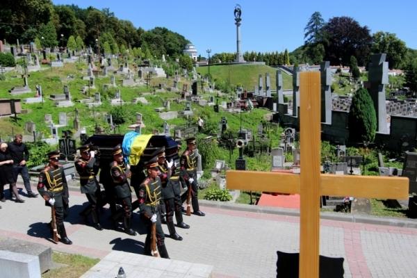 «Вмерти стало дорожче», – у Львові зросли тарифи на ритуальні послуги
