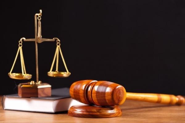 У Львові засудили жінку, яка побила невістку кришкою від смітника