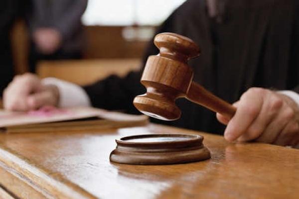 У Львові суд оштрафував жінку, яка у маршрутці вколола хлопця шилом