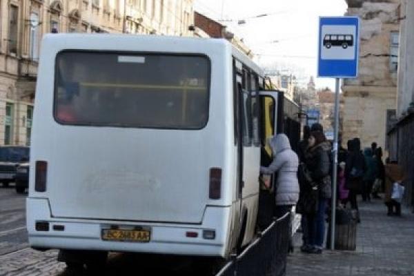 У Львові водій маршрутки відібрав проїзне посвідчення у дівчинки, бо воно їй «скоро не знадобиться»