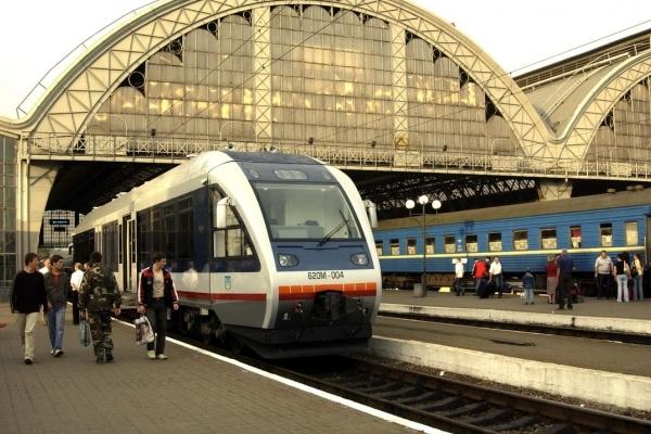 На Львівській залізниці зміниться розклад приміських поїздів