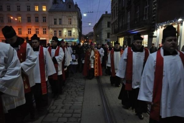 Римо-католицька церква у середу проведе центром Хресну дорогу. Львів'ян попереджають про перекриття доріг