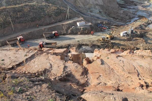 На Львівщині мешканці одного із сіл побоюються, що через глиняне родовище їхнє село піде під землю