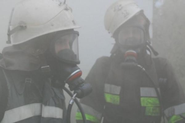 Пожежу у 3-поверховому будинку у Львові гасили 7 рятувальників
