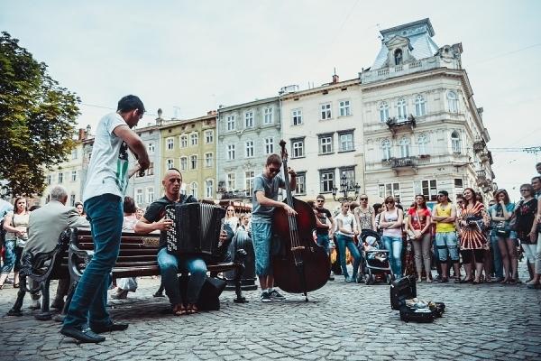 Відтепер у Львові контролюватимуть репертуар вуличних музикантів
