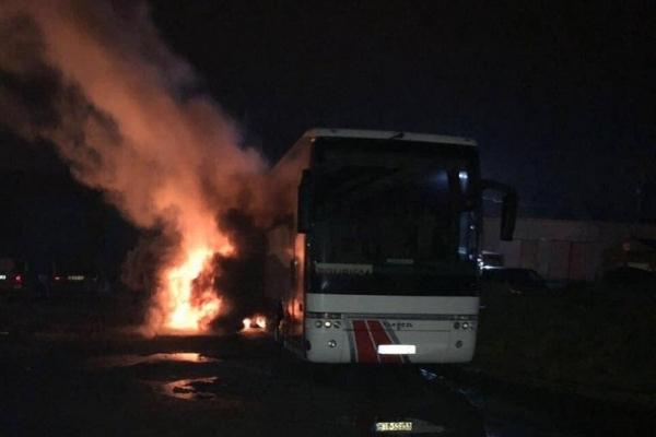 Вночі у Львові невідомі підпалили польський автобус (Фото)