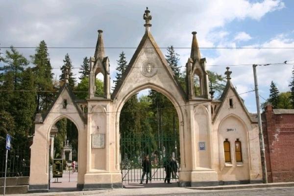 У Львові зросла вартість поховання на Личаківському цвинтарі (Прайс-лист)