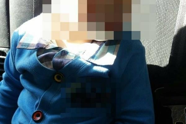 У Львові 2-річний хлопчик годину ходив містом босий, а п'яна мати розважалася вдома