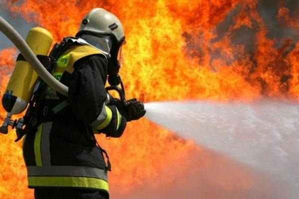 На Львівщині через підпал сухої трави згорів будинок