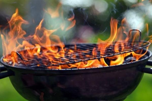 На Львівщині через розпалювання мангалу 15-річний юнак потрапив до лікарні