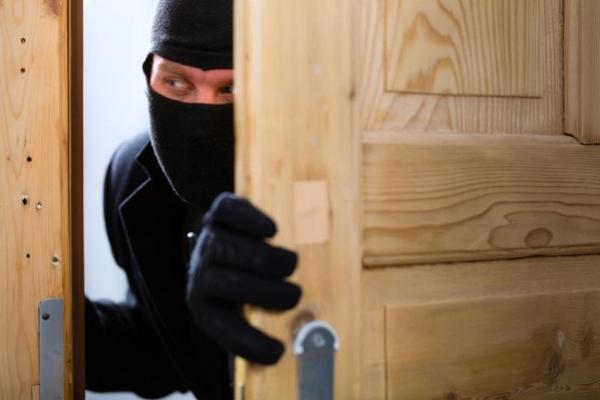 Львів'янин піймав грабіжника у власній квартирі