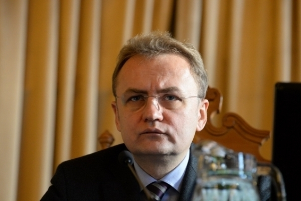 Мер Львова хоче скасувати безкоштовний проїзд у транспорті для школярів
