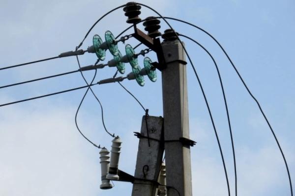 На Львівщині чоловік заплутався в електричних дротах на висоті 9 м