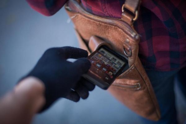 Зловмисник у Львові викрав мобільник за 10 тисяч гривень