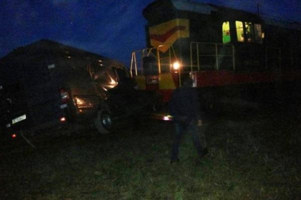Потяг не розминувся на Львівщині з легковиком