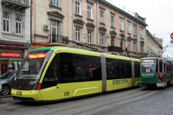 Львів'яни змітають місячні абонементи на проїзд електротранспортом за старою ціною
