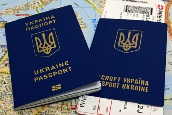 На Львівщині безробітних пропонують не випускати за кордон у робочий час