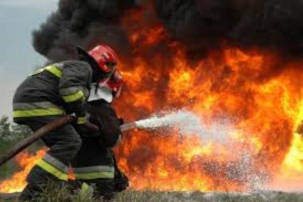Потужна пожежа на Львівщині знищила два житлові будинки і автомобілі