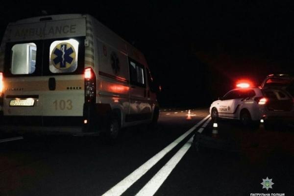 Поблизу Львова патрульні врятували пішохода, якого збив автомобіль