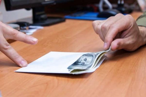 У Львові на хабарі $1 тис. затримали 25-річного працівника обласного управління Держпраці