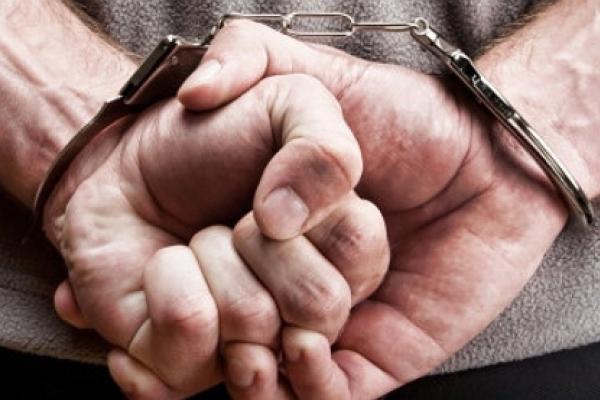 На Львівщині у Бродах поліцейські затримали зловмисника, причетного до квартирних крадіжок