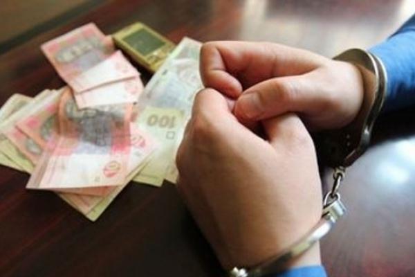 Чоловіку, який на Львівщині вкрав у батька 8 тисяч грн, загрожує три роки тюрми