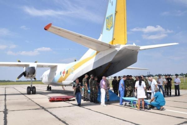 До Львова з Дніпра прилетів борт із 13 пораненими військовослужбовцями