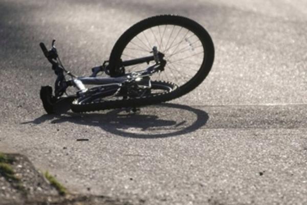 На Львівщині Mercedes збив 85-річного дідуся на велосипеді