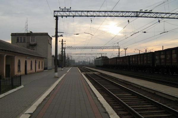 Жителі Львівщини заблокували залізничну колію через малу кількість вагонів у електричці «Львів – Сянки»