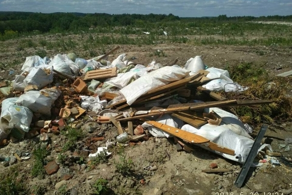 На Грибовицьке сміттєзвалище досі продовжують вивозити сміття (Фото, відео)